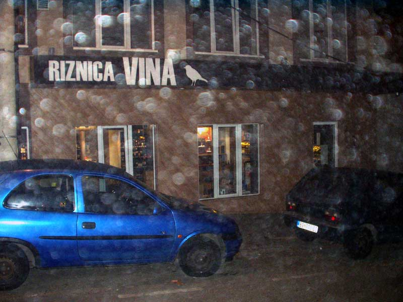 Riznica vina-wine bar and shop